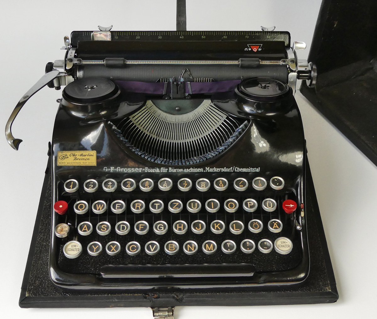 Groma Modell N Typewriter w/ Case QWERTZ layout German Keyboard 1940s